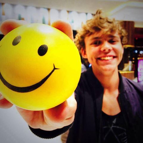 smile: D with ash ♡