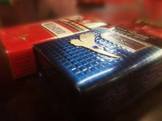 cigarette winston blue red box